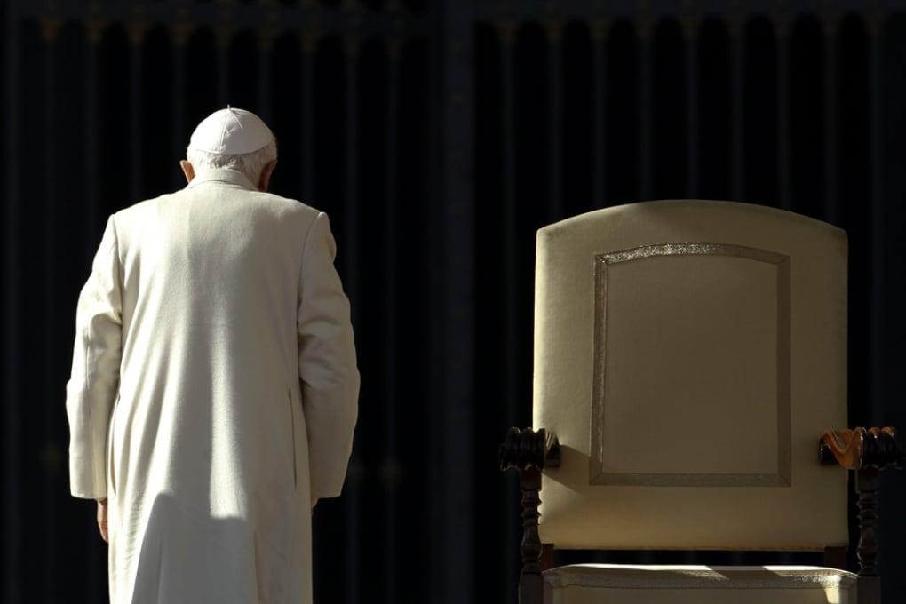 Benedetto XVI rinuncia al soglio Pontificio: le reazioni e i precedenti