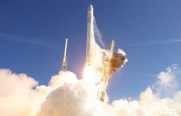 In orbita la prima navicella spaziale privata