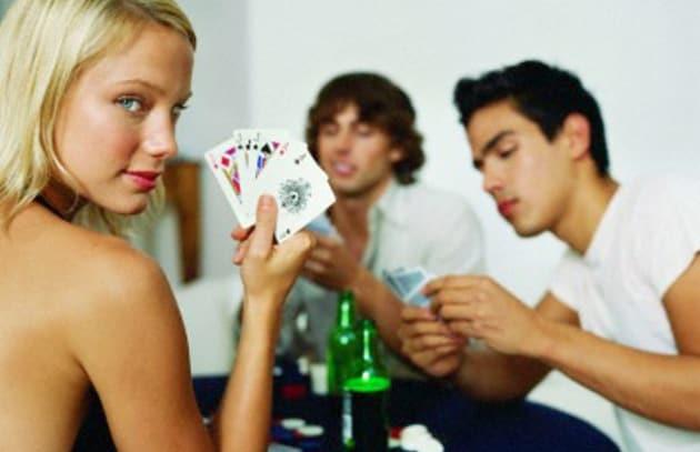 ragazza-poker-619x400_203120