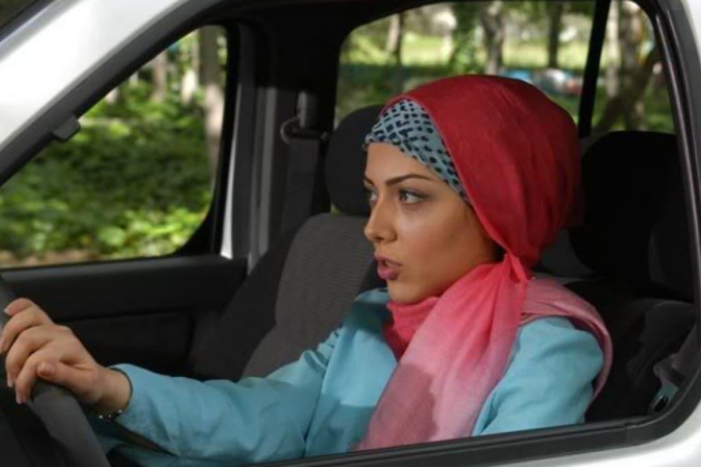 Donna al volante su YouTube: arrestata