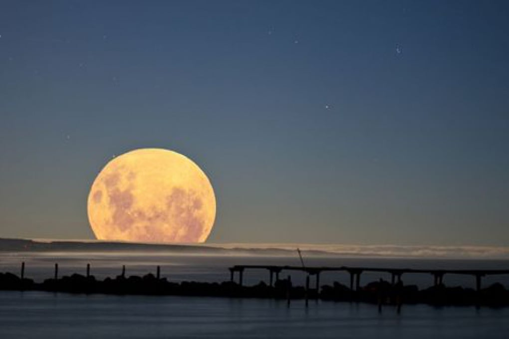 La super Luna che tanto super (e tanto rosa) non è