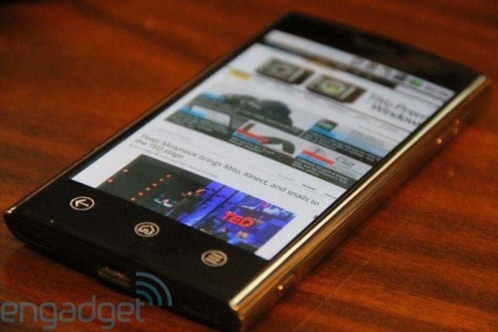 Web-scoop: svelato lo smartphone Dell Thunder
