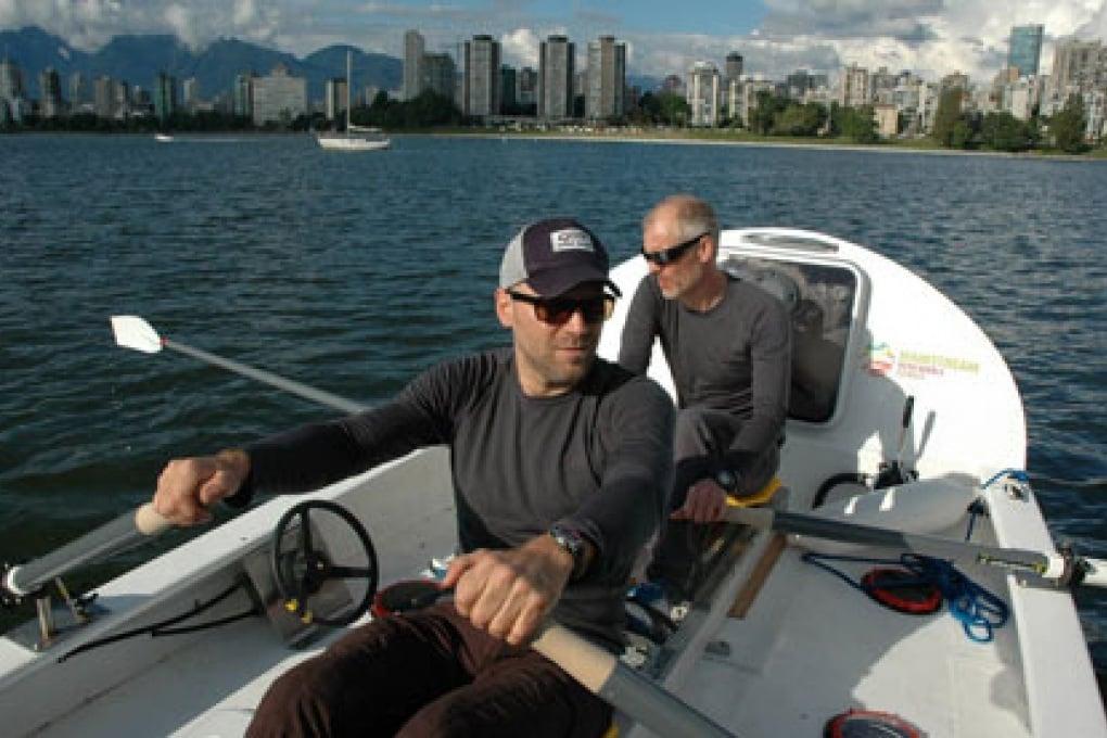 In barca a remi attraverso il Passaggio a Nordovest