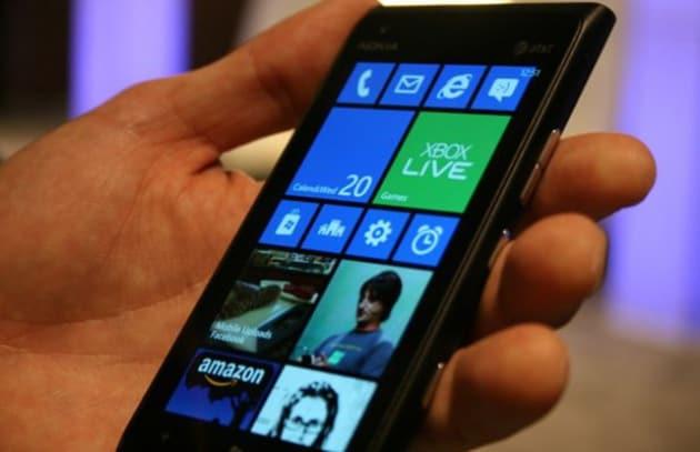Nokia Lumia 900 salvato da un maxi update