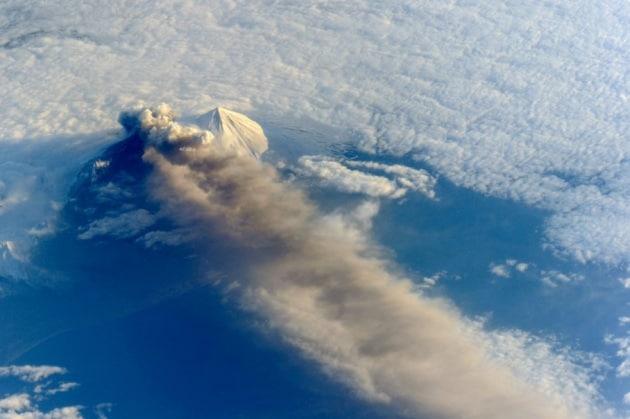 Erutta il vulcano Pavlof, spettacolo dalla ISS
