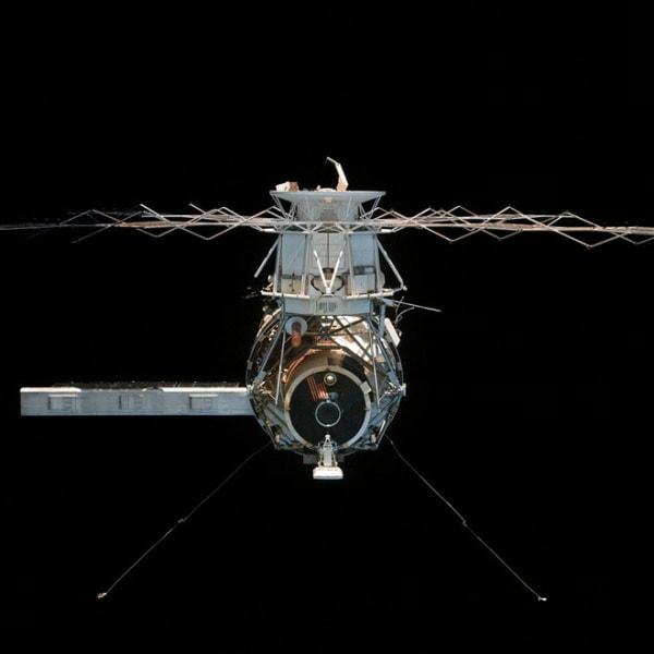 skylab-4-undocking