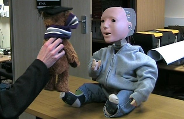 Kaspar, il robot che aiuta i bambini autistici