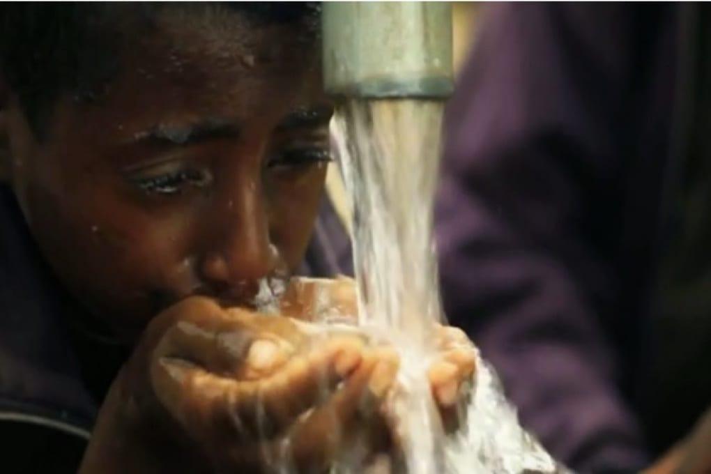 Donare acqua potabile ai Paesi in via di sviluppo