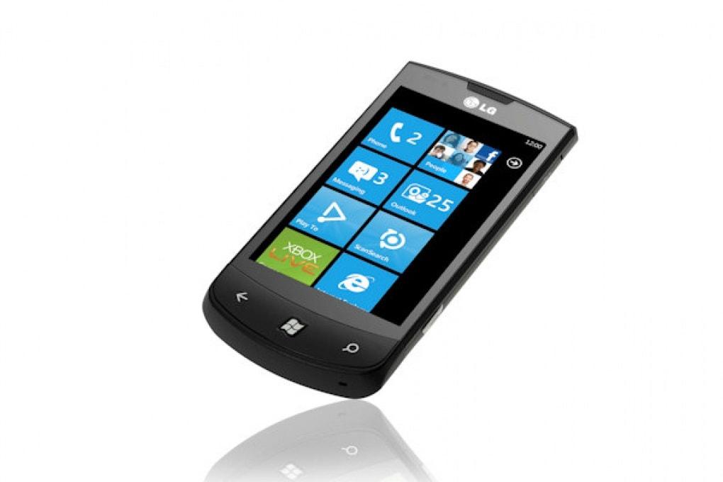 LG E900 Optimus 7 – 399 € (Vodafone)
