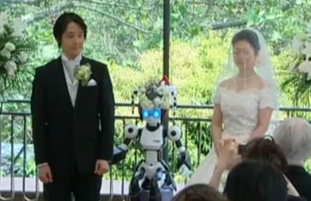 Il primo matrimonio celebrato da un robot