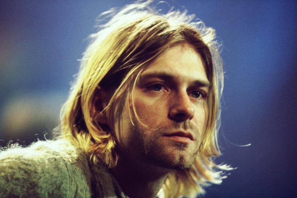 Kurt Cobain accetta un premio MTV dall'aldilà