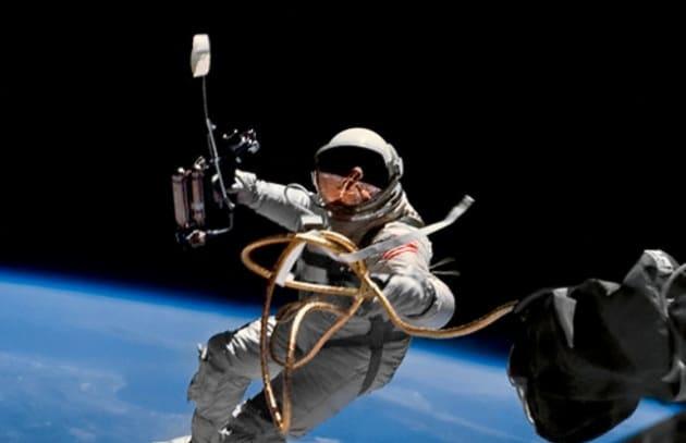 La Russia pensa a pulire il cosmo, gli Usa vendono lo Shuttle
