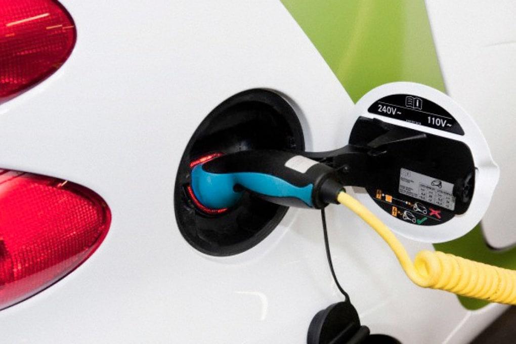 Entro il 2018 produrre auto elettriche costerà la metà