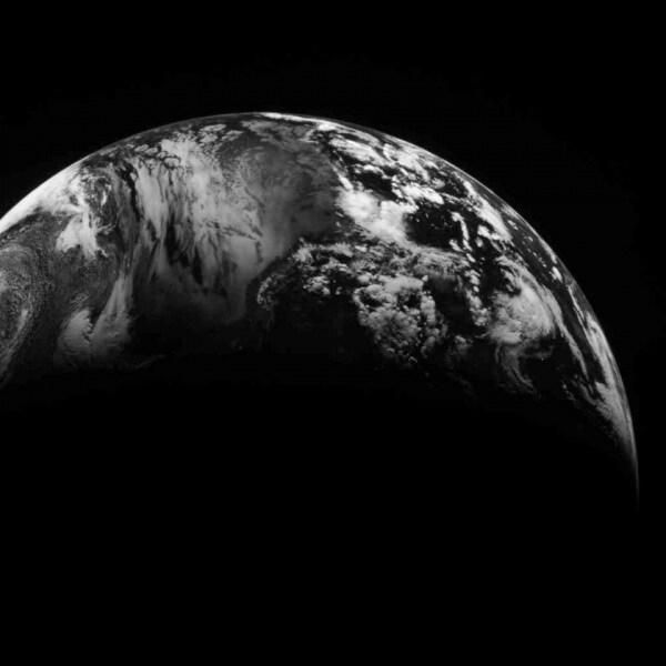 20130318_messenger_earth_f840