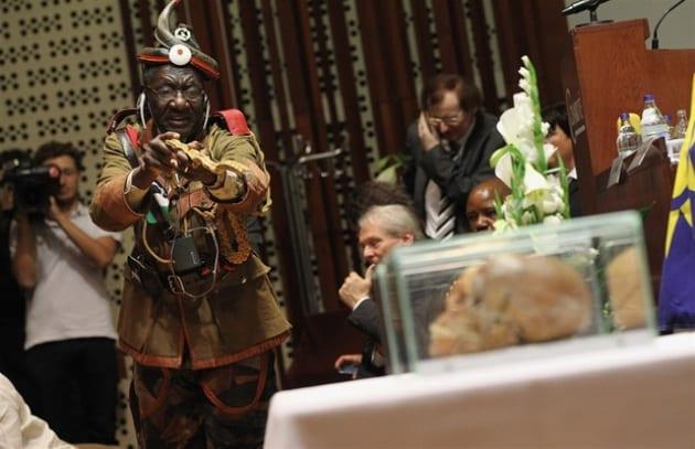 La Germania restituisce i teschi alla Namibia