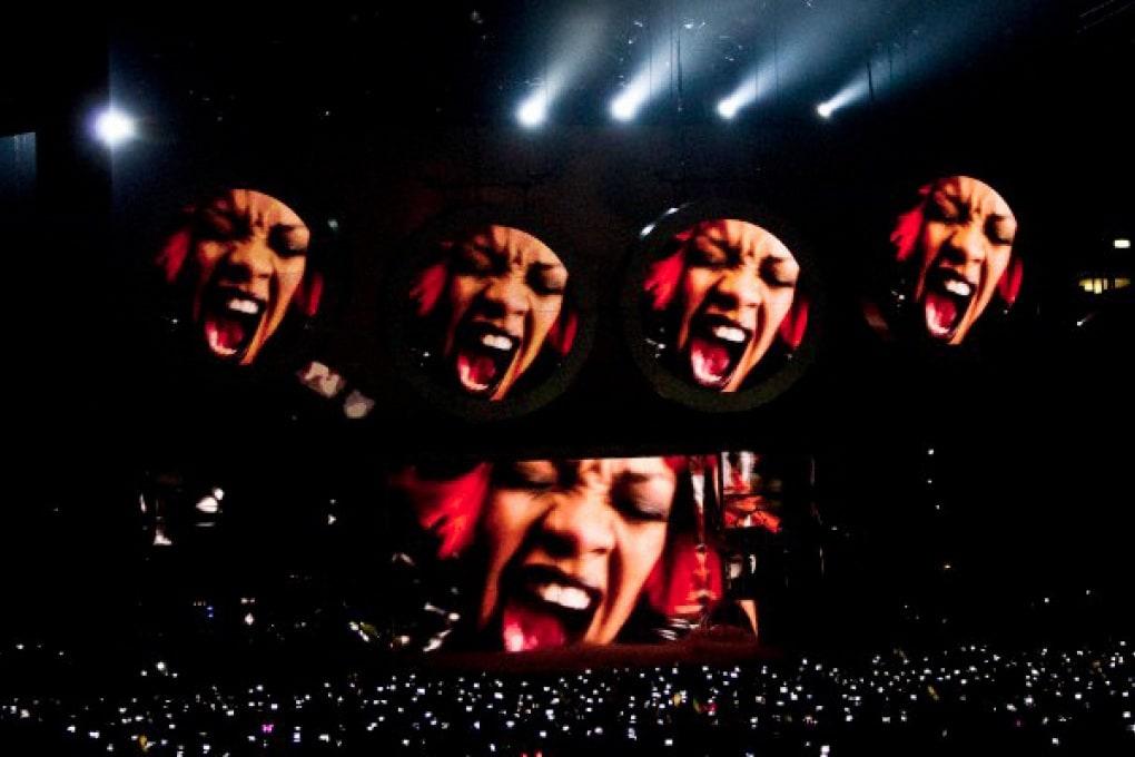 Rihanna è la cantante più amata su Facebook