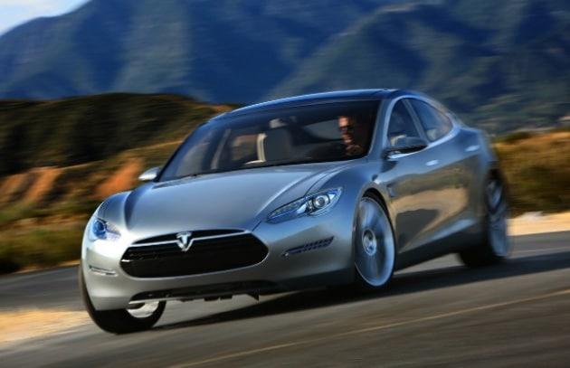 La Tesla S elettrica dall'animo sportivo