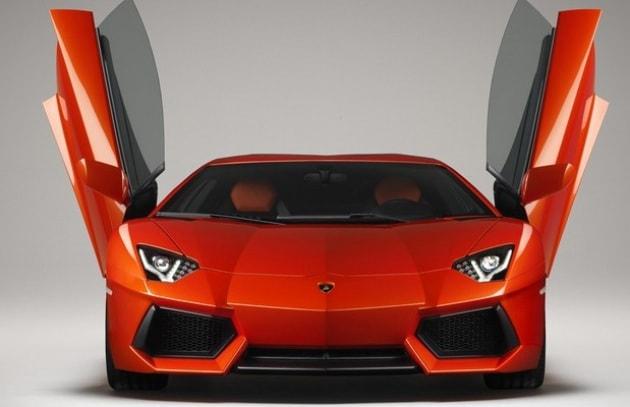 Lamborghini Aventador: fotografie e dati ufficiali