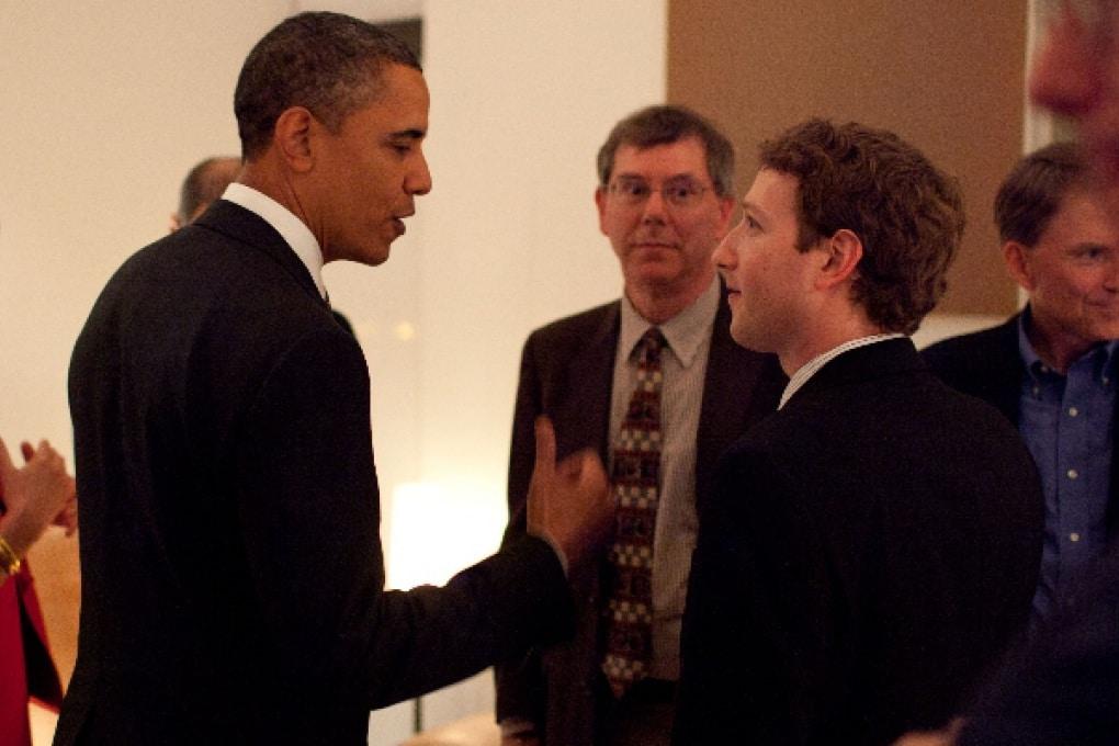Obama va da Facebook e risponde alle domande