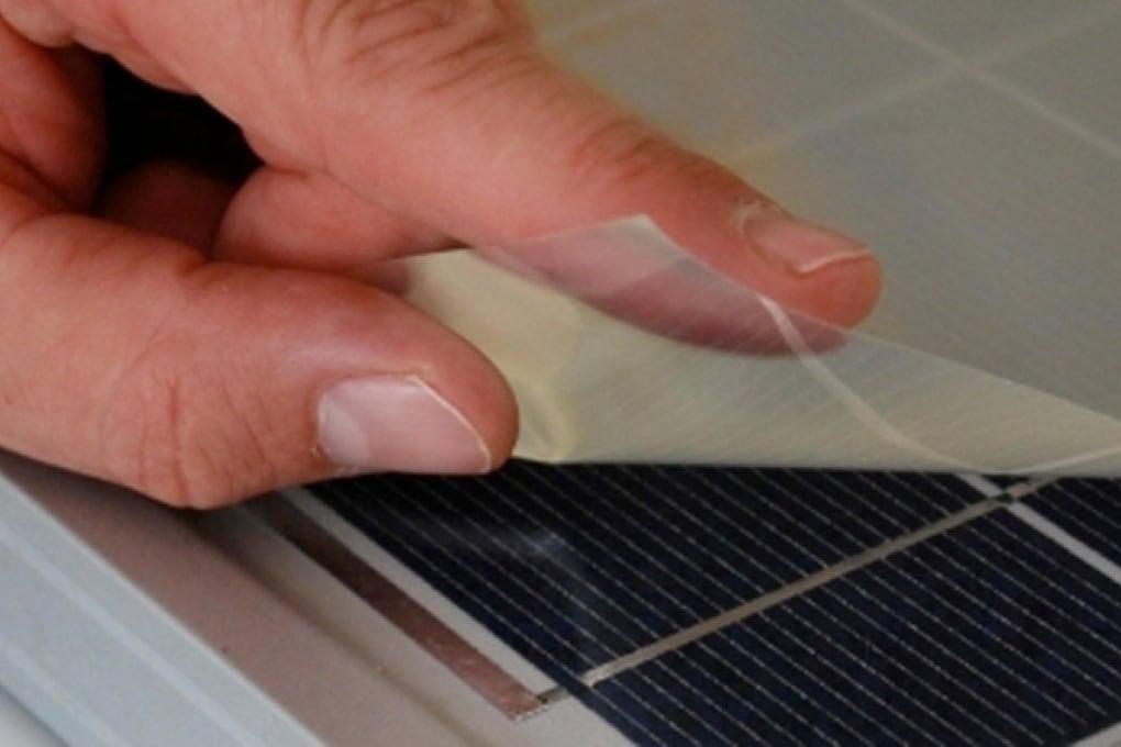 Un adesivo mette il turbo ai pannelli solari