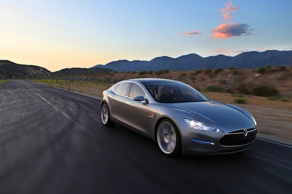 Tesla e i caricabatterie per le auto del futuro