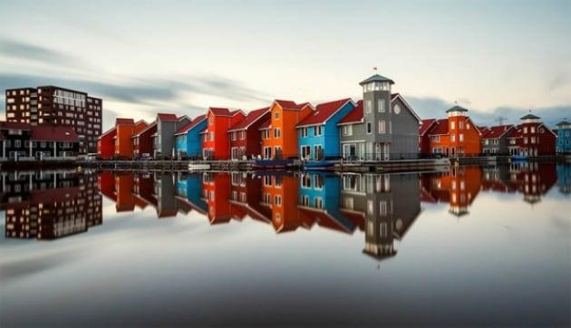 La città e il suo doppio: spettacolari skyline riflessi nell'acqua