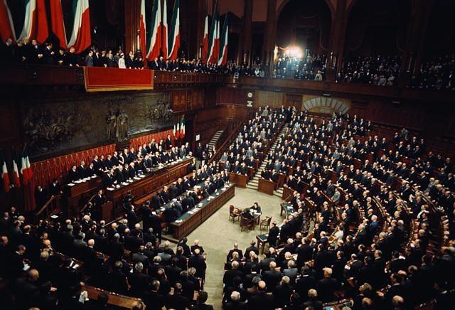 1963 viaggio fotografico nell 39 italia di 50 anni fa for Numero deputati senatori