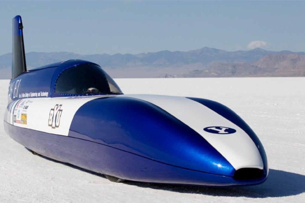 Bolide elettrico che sfreccia a 280 km/h