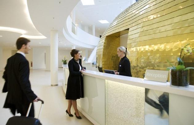 Hotel.info: prenota l'albergo con pochi touch!