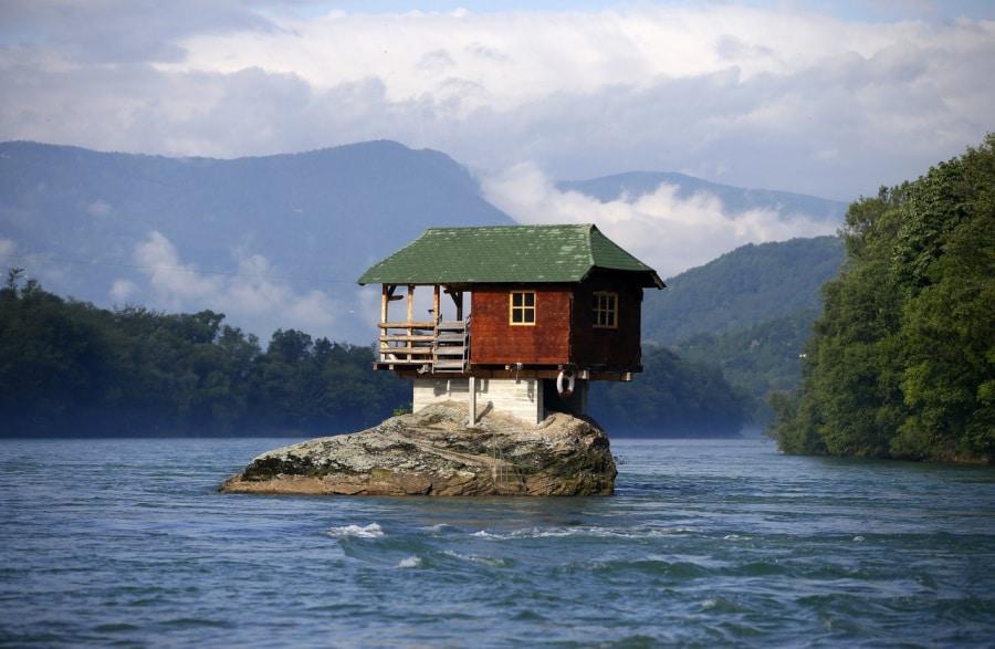 Le case pi strane e stravaganti for Piani di casa di roccia del fiume