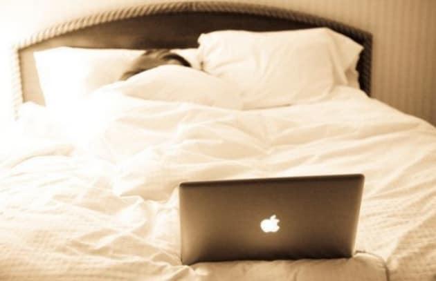 Spegni cellulare e tv un'ora prima di dormire