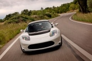 auto-elettriche-tesla-nuovi-modelli-e-buone-vendite-ma-male-in-borsa_218440