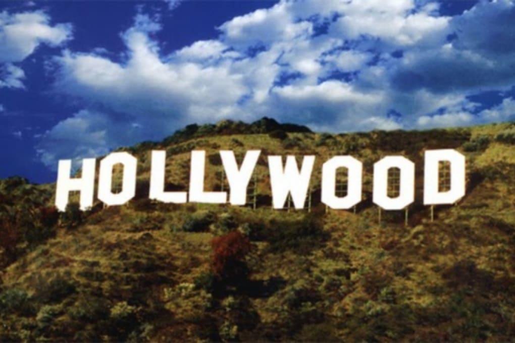La storica insegna di Hollywood è salva grazie a PlayBoy