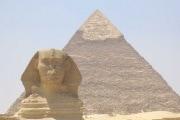 robot-djedi-piramide-619x400_192123