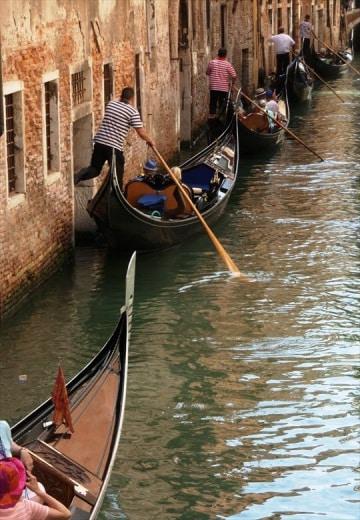 Perché le gondole di Venezia sono nere?