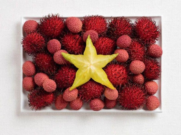 18vietnam-flag-made-from-food