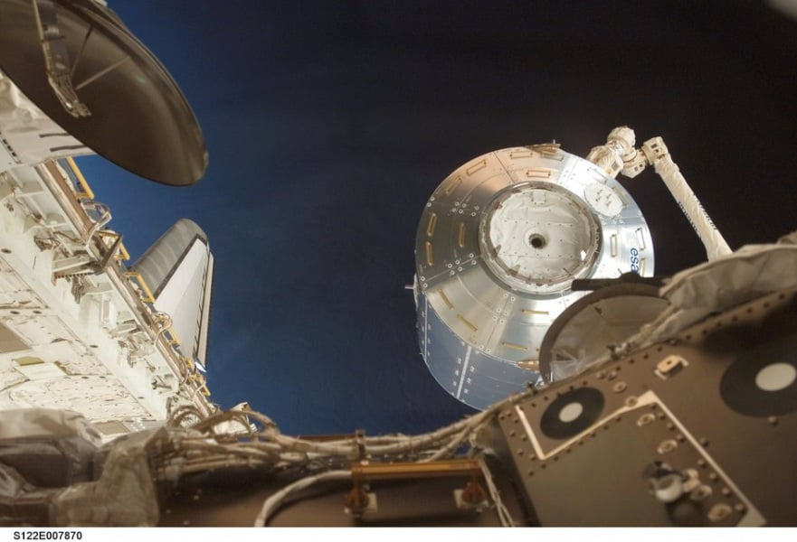 columbus_laboratory_moved_into_place_with_canadarm2_fullwidth