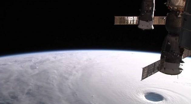 Il tifone Vongfong visto dalla ISS