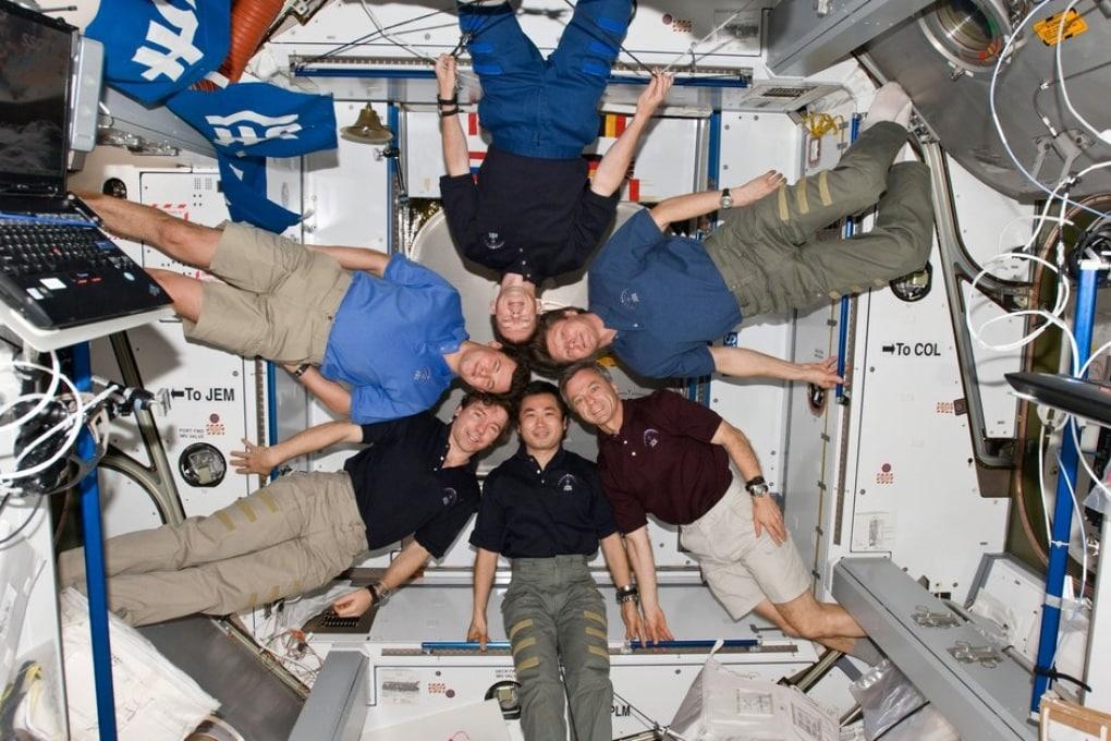 Gli abiti degli astronauti puzzano. E non c'è lavatrice