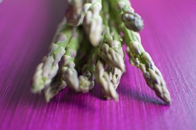 Perché la pipì di asparago puzza?