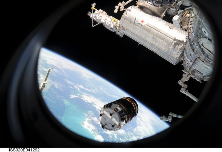 htv_approaches_the_international_space_station_fullwidth