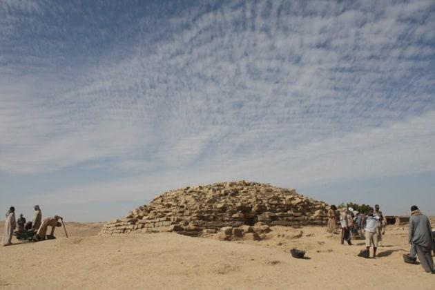 L'antica, misteriosa piramide a gradoni rinvenuta in Egitto