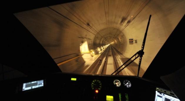 Dentro il tunnel del San Gottardo