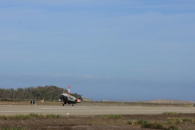 X-37B, rientra dopo 2 anni lo Shuttle segreto del Pentagono