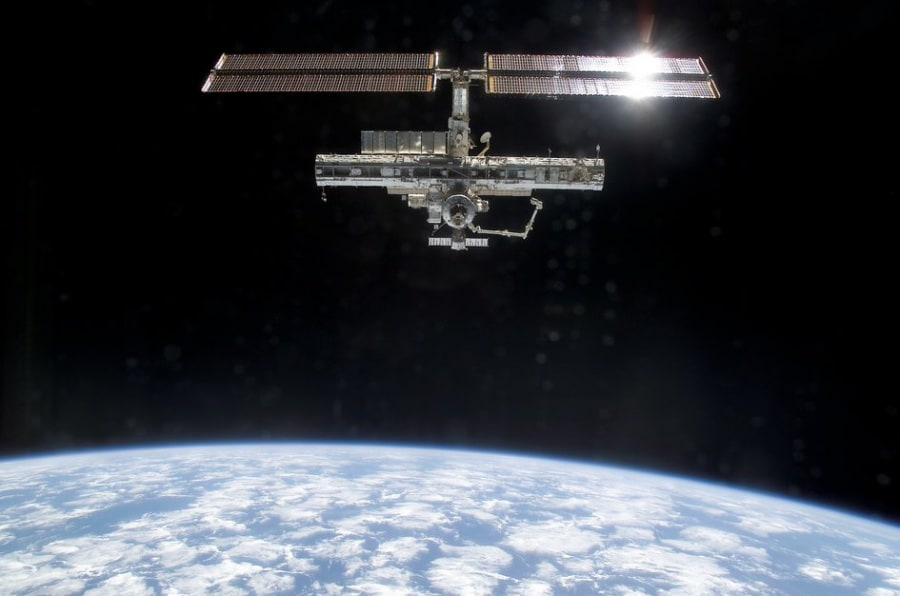 space_station_with_p1_truss_fullwidth