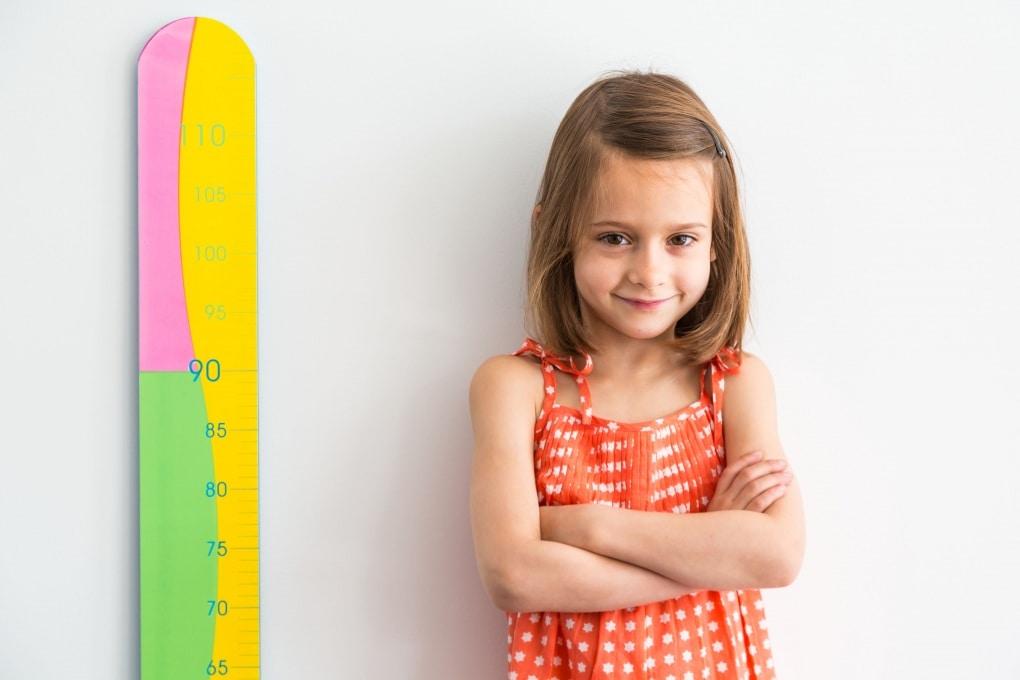 Il cervello affamato di energia dei bambini rende l'infanzia più lunga