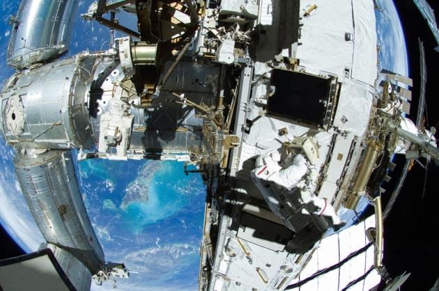 Tempo di riparazioni (e passeggiate spaziali impreviste) sulla ISS