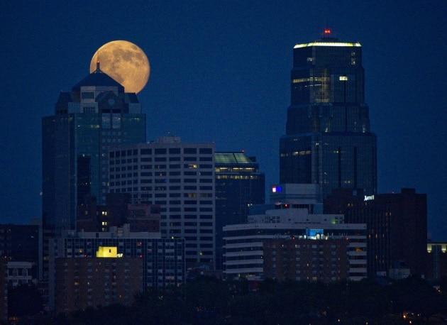 Le foto della super Luna del 12 luglio