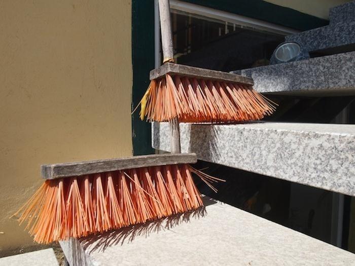 sapu-tangga