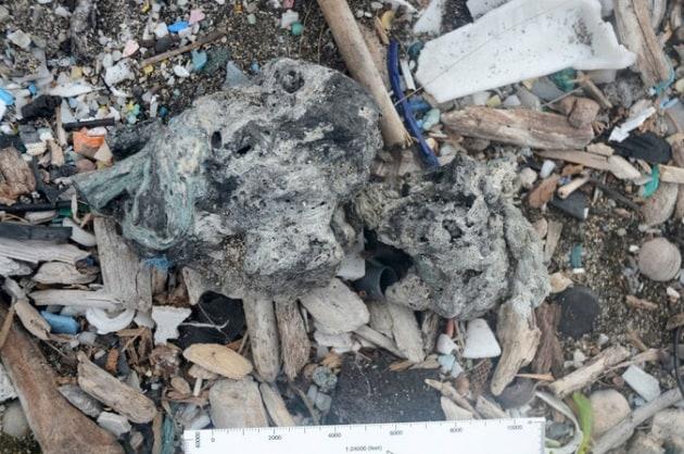 Alla scoperta dei plastiglomerati, le rocce di plastica